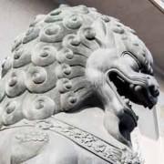 Las enseñas españolas se retraen ante el dragón chino